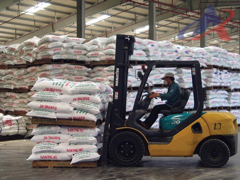 Kiểm tra hàng hóa nhập khẩu phân bón